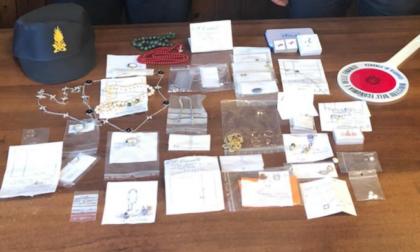 Sequestrati gioielli e pietre preziose per 45mila euro al valico di Maslianico
