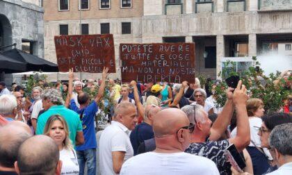 "La protesta in piazza a Varese: ""Green Pass apartheid"""