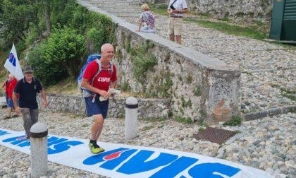 Doppia tappa a Varese per la traversata d'Italia a piedi dell'Avisino Maurizio Grandi
