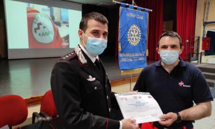 Dal Sos Malnate  Insubriae donati due defibrillatori ai Carabinieri