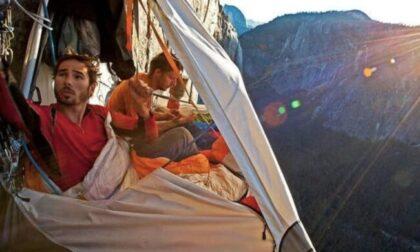 La storia del medico che si è dimesso e ora fa dormire sospesi sulle montagne