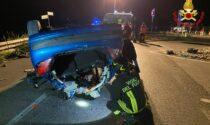 Paura nella notte a Rancio: auto ribaltata, cinque feriti. Arriva l'elisoccorso