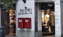 """Graffito contro Salvini vicino alla sede della Lega a Varese: """"Clima d'odio"""""""
