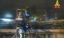 Incendio in via Varese a Saronno, Vigili del Fuoco al lavoro