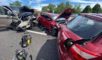 Paura lungo l'autostrada A8: furgone travolge altre auto, soccorsi in codice rosso