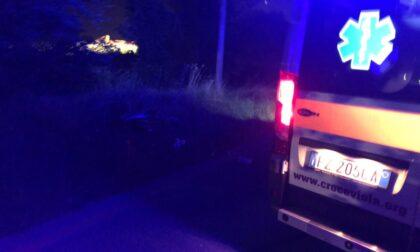 Tremendo incidente nella notte: 19enne perde la gamba, l'automobilista fugge