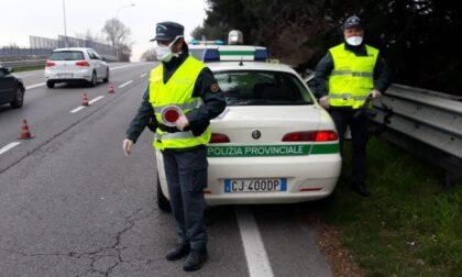 Rifiuti pericolosi e veicoli dismessi nel giardino: denuncia e sequestro a Cogliate