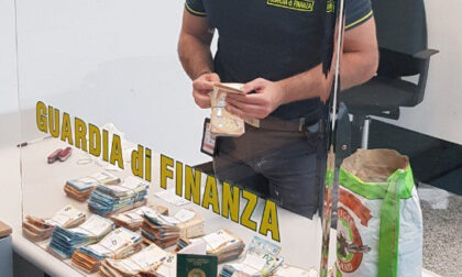 Tra la farina nei bagagli 139mila euro diretti in Nigeria: maxisequestro a Malpensa
