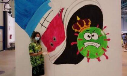 """""""Schiacciamo il virus"""": murales pro-vax all'hub di Malpensafiere"""