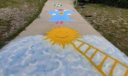 A Gornate un vialetto colorato accoglierà i bambini il primo giorno di scuola