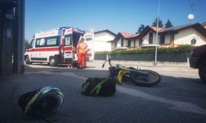 Incidente auto-moto a Locate, soccorsi in codice rosso: coinvolti due vicini di casa