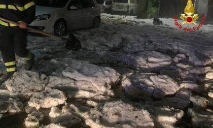 Bomba d'acqua e grandine sulla provincia, strade imbiancate come neve