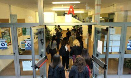 Contatti stretti, fine della quarantena, tamponi: le Faq di Regione Lombardia sul ritorno a scuola