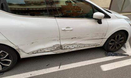 """Auto danneggiata nel parcheggio, l'appello: """"Qualcuno ha visto qualcosa?"""""""