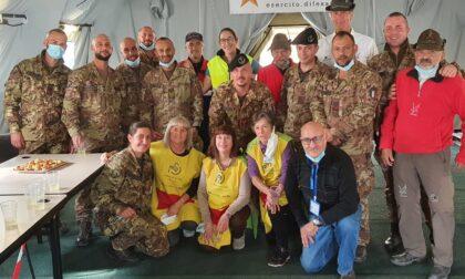 Piccola festa per i militari della Schiranna prima della chiusura del centro vaccinale