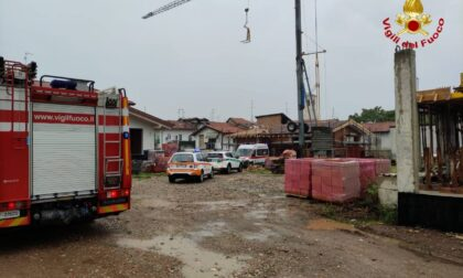 Cade da tre metri in un cantiere edile a Uboldo, operaio fuori pericolo