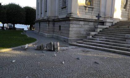 Mongolfiera contro il Tempio Voltiano: abbattuto un fregio